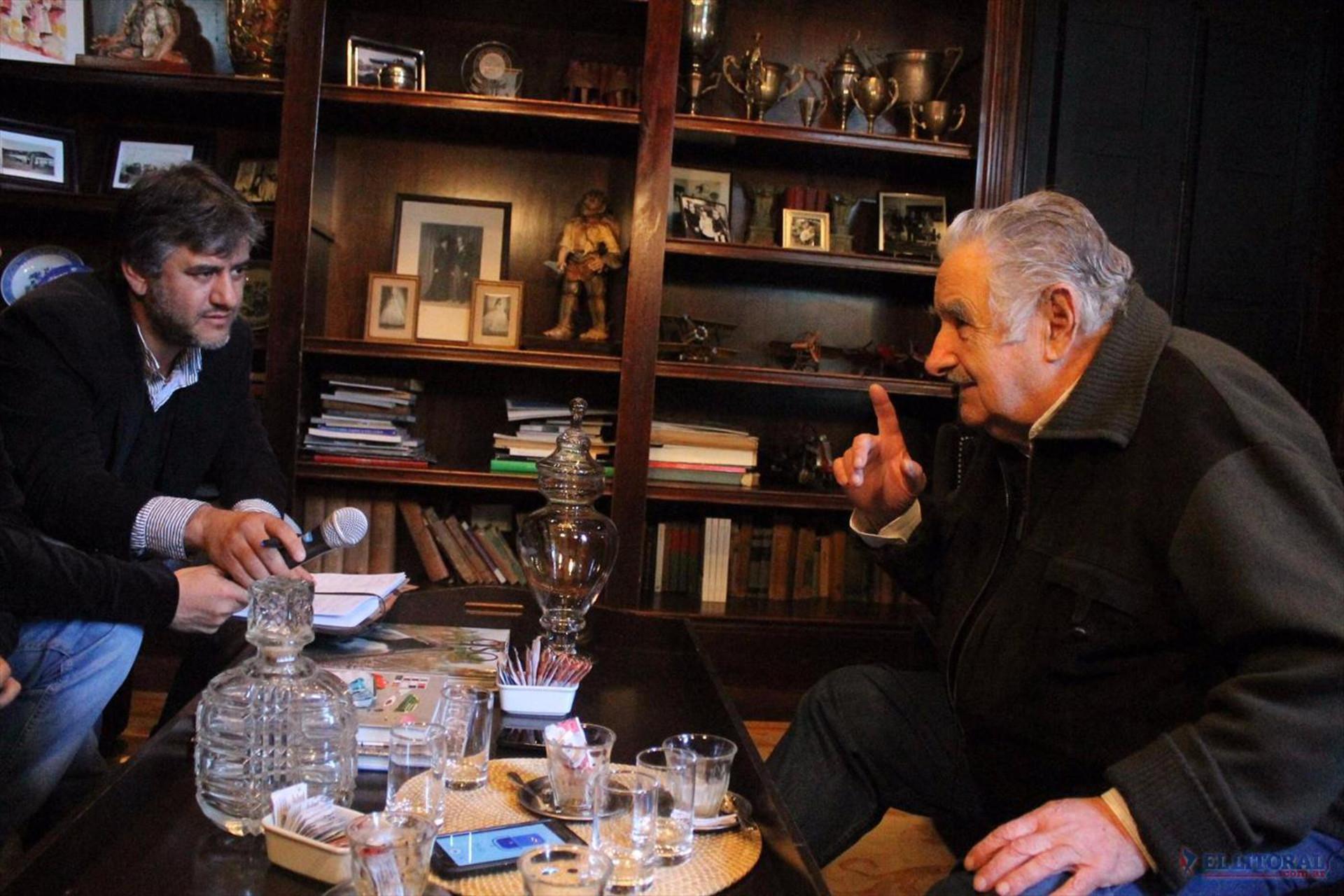 CON Mujica Viendo AlternaTRIVO